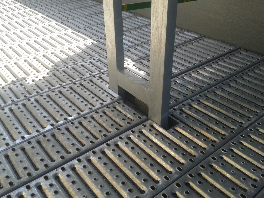 Gratare metalice perforate